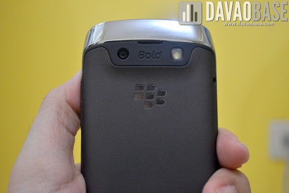 Blackberry Bold 9790 sports a non-slip rubber back and an elegant metal border