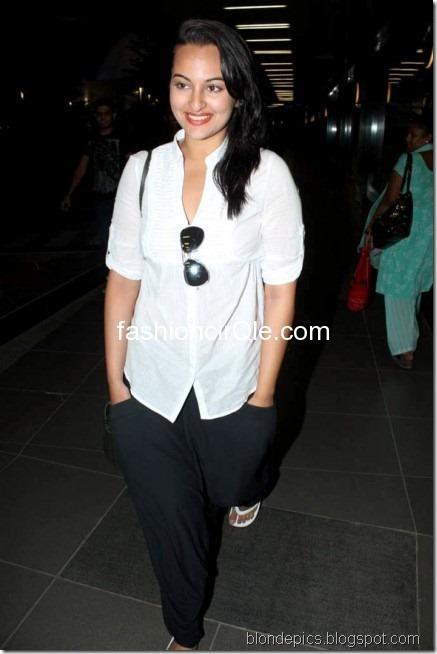 Sonakshi Sinha Hot Pics at Airport 4