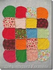 circle raggedy quilt - The Backyard Farmwife