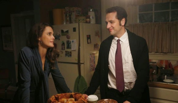 "THE AMERICANS -- ""Dimebag"" Episode 304 (Airs Wednesday, February 18, 10:00 PM e/p) Pictured: (L-R) Keri Russell as Elizabeth Jennings, Matthew Rhys, Philip Jennings. CR: Craig Blankenhorn/FX"