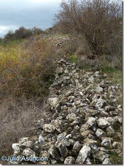 Restos de muros en el cerro de Irujo - Guesálaz