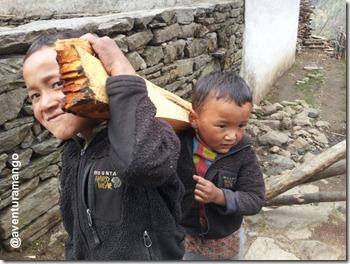 Criançaa Nepalesas