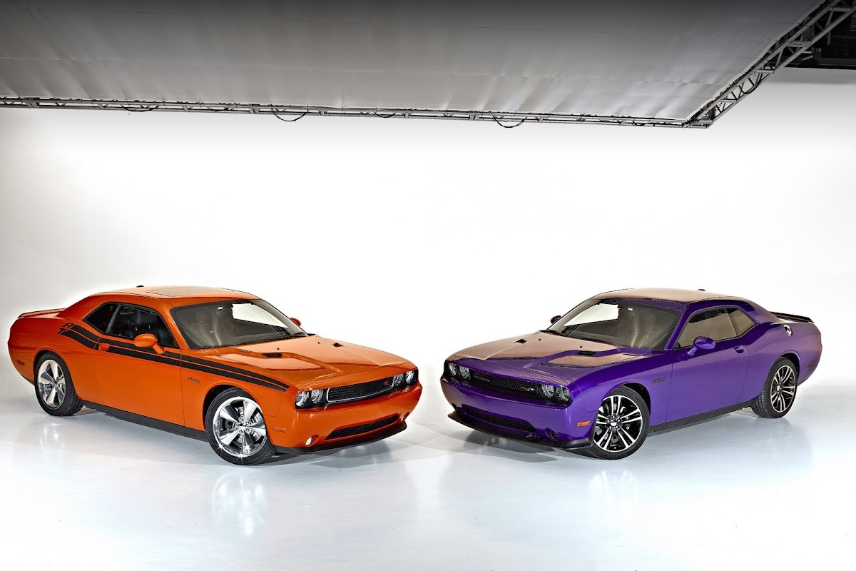 2013 dodge challenger r t classic left with challenger srt8 392 right