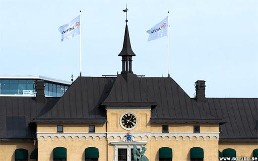 Uppsala järnvägsstation med den nya klockan