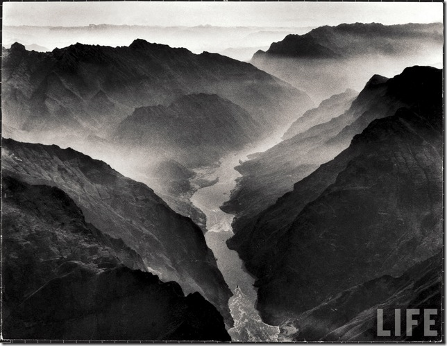 The Yangtse river passing through the Wushan, or Magic Mountain, Gorge in Szechwan Province, by Dmitri Kessel 1946