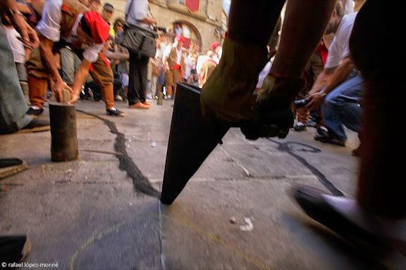 La Tronada, traca executada pels trabucaires que té lloc en acabar els ballets a la plaça.Festa major de Solsona.Solsona, Solsonès, Lleida