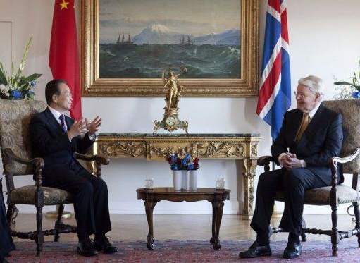 Iceland's President Olafur Ragnar Grimsson (R) meets with China's Prime Minister Wen Jiabao at Bessastadir, 20 April 2012. China and Iceland announced a deal on the oil-rich Arctic region after Chinese Premier Wen Jiabao flew in to Reykjavik on the first stage of a four-nation European tour. AFP