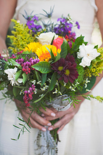 The night before her wedding, Tammany picked up a bunch of bright blooms from a local Whole Foods Market, and then staff at the Antebellum Guest House helped her arrange them into a vivid bouquet.