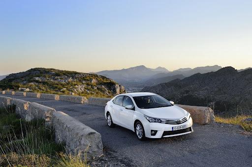 2014-Toyota-Corolla-32.jpg