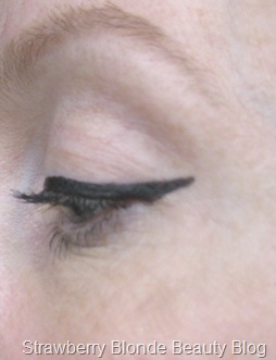 NYX_The_Curve_Liquid_Liner_review (11)