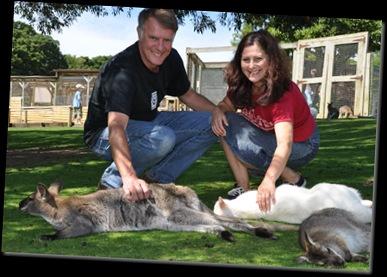 Rowan & Lydia with Wallabies DSC_0589