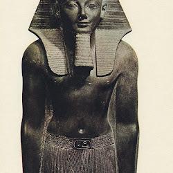 50 - Estatua de Tutmosis III de la XVIII dinastia