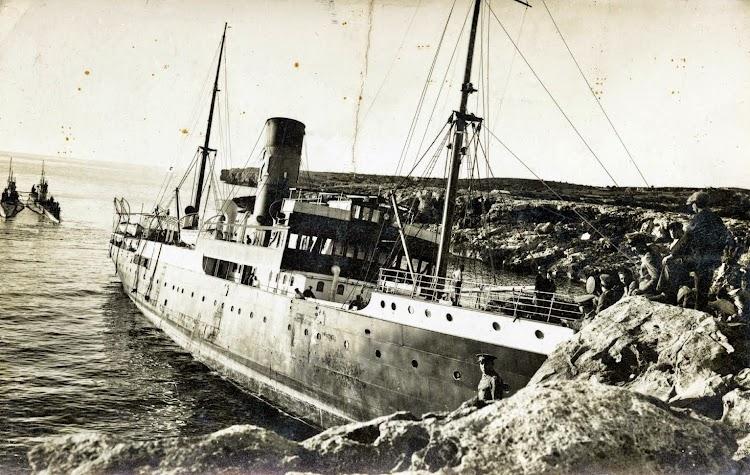 Foto remitida por el Sr. Ignacio Cidras. Varada del REY JAIME II. Febrero de 1933.jpg