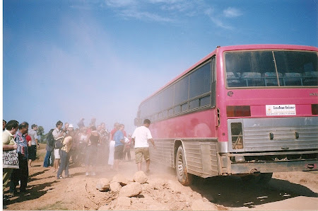 Angkow wat trip: bus in the ditch