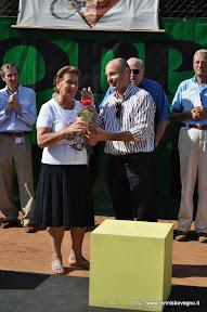 Omaggio all signora Maria Rosa Fontana per il tempo dedicato al circolo.