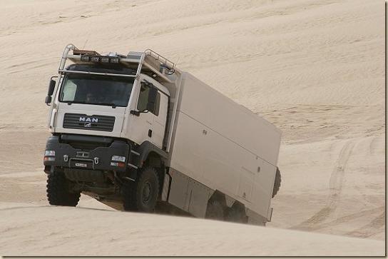 Traverser le désert en camion UNICAT TGA 6 × 6 (29)