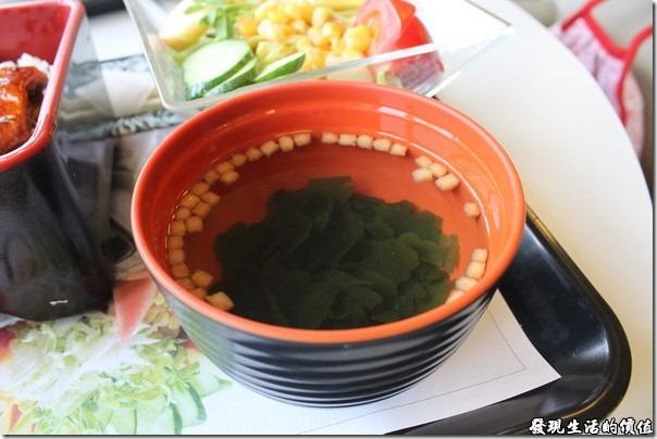 台南成大奇美咖啡。這個海芽湯剛好跟玉米濃湯成反比,清淡到完全喝不到味道,該不會是我剛剛喝到太鹹的濃湯,現在已經喝不到其他的味道了。