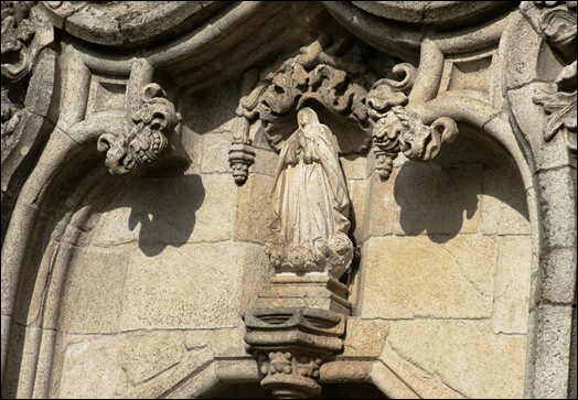 Gloria Ishizaka - Guarda - Sé Catedral - exterior - santa