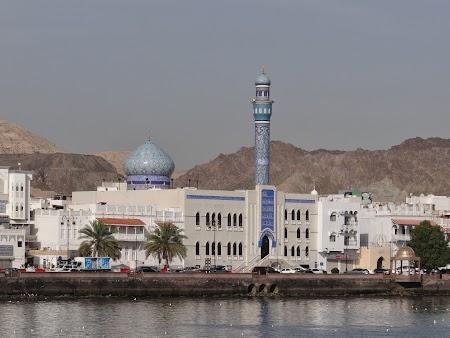 Moschee pe malul apei in Oman