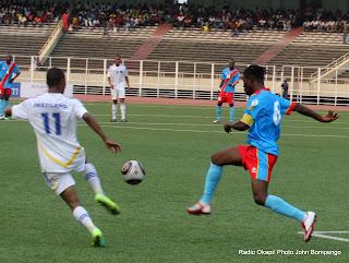 Les léopards de la RDC (rouge bleu) contre les Sihlangu Semnikati du Swaziland (blanc) le 15/11/2011 au stade des martyrs à Kinshasa, la RDC gagne par 5-1. Radio Okapi/ Ph. John Bompengo