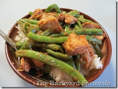 Chicken & Green Beans with Peanut Sauce - The Backyard Farmwife