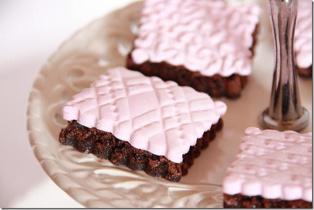 IMG_5732_rosa_brownies_marsipan_browniebiter