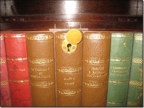 bookshelves_that_hold_hidden_secrets_640_07