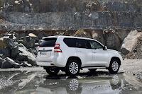2014-Toyota-Land-Cruiser-Prado-24.jpg