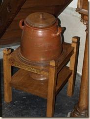 Melkwezer: Sint-Pancratiuskerk: een merkwaardige doopfont