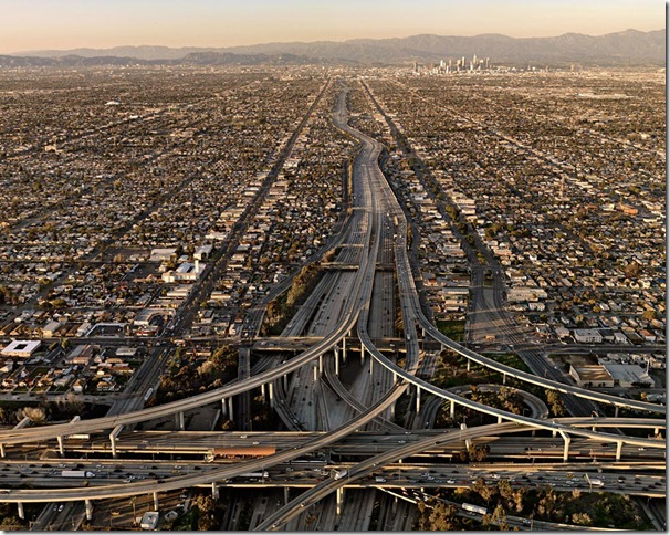 Edward Burtynsky© Prix Pictet 2010 Highway #5 2009, Los Angeles, California, USA