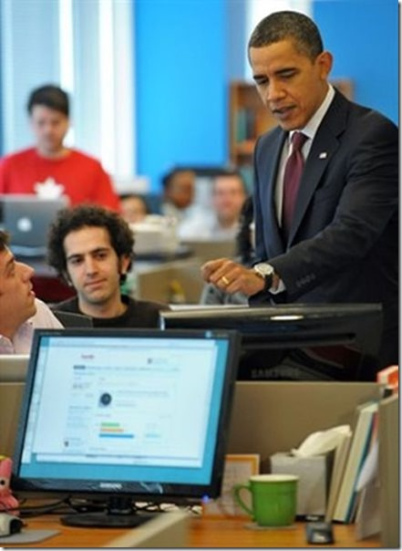 obama-checking-your-emails-4