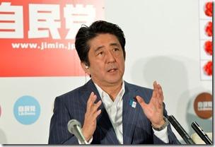 O premiê do Japão, Shinzo Abe, em foto deste domingo (21) (Foto: Kazuhiro Nogi/AFP)