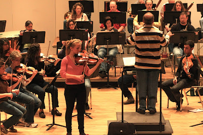 Molly Carr and the RCO rehears the Bartok viola concerto