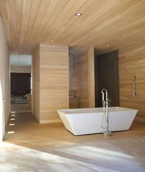 Baño-con-revestimiento-en-madera