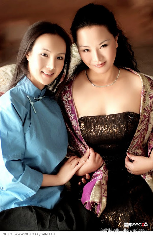 Gan Lulu () with mother