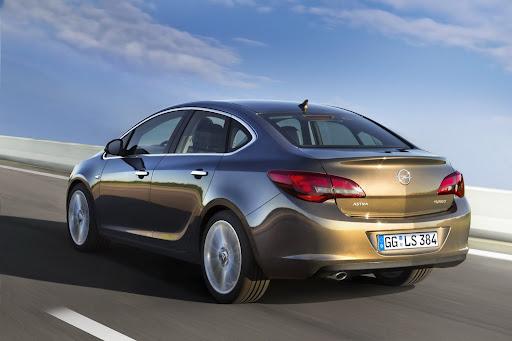 2013-Opel-Astra-Sedan-01.jpg
