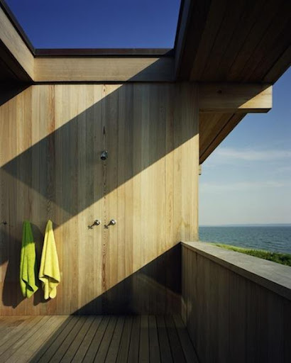 All wood feels most natural in an outdoor shower space. How beautiful is this setting!