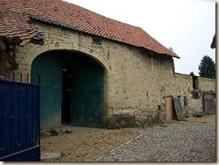 """Maret, Avenue Henri Pirard: boven de poort van de schuur leest men """"Anno 1639"""""""