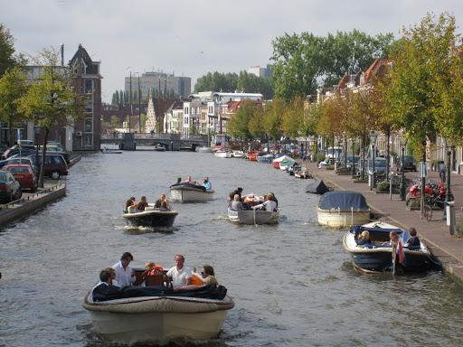 Everyone boats in Leiden