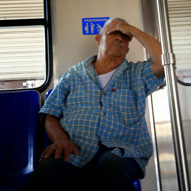 Lo que ve uno en el metro…