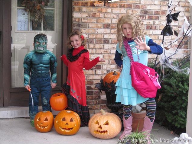 a girl senorita and the hulk halloween 2010