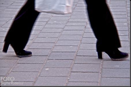feet_20120321_longstep