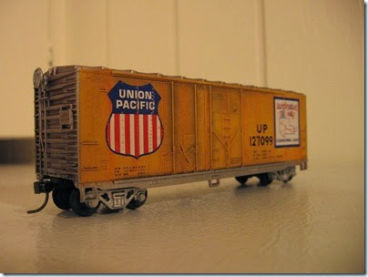 IMG_6246 Athearn  40-foot Grain-Loading Boxcar Union Pacific #127099