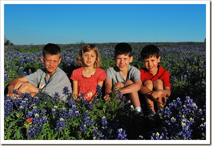4 kids in blue bonnets