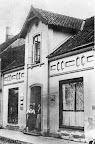 Bahnhofstr. 113 ca.1900. G.Seedorf, aus: H. Siewert Rund um den Scharmbecker Marktplatz - damals. Verl. H. Saade, 1983.
