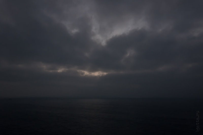 Третий день. Casablanca. Morocco. Круиз. Costa Concordia. Утро было очень туманным и выглдяело сурово.