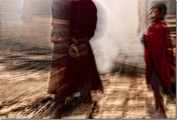© Luigi Fieni - Burning Juniper III  - Hahnemuehle PhotoRag 308 g - Lomanthang, Mustang, Nepal  - 2005