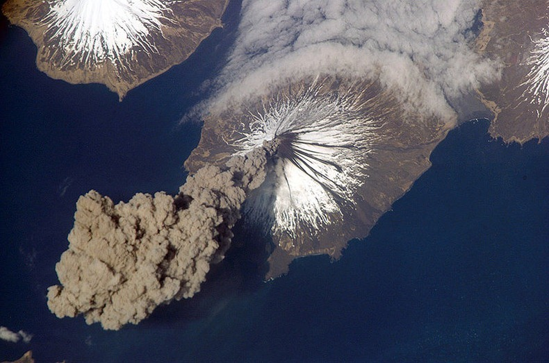800px-MtCleveland_ISS013-E-24184