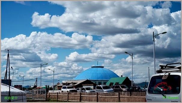 蓝色屋顶的建筑物