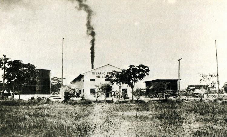 Fabrica de aceite de coco de la filial Hispano Philippine Oil Co. instalada en el predio de San Marcelino. Del libro LA COMPAÑÍA GENERAL DE TABACOS DE FILIPINAS, 1.881-1.981.JPG